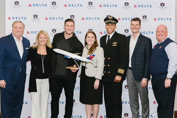 Representatives of Delta Air Lines and Emerge at Auburn.